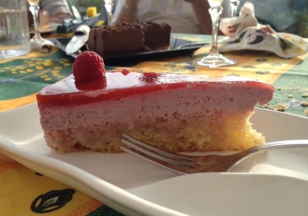 Quand nous coupons le gâteau, nous oublions de nettoyer la lame, comme ça la photo est très nette et professionnelle. (#ProTip)
